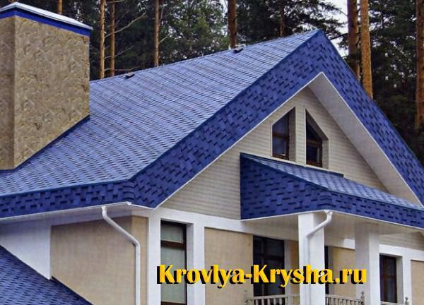 Дом с синей крышей