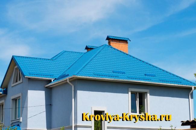 Пример того, как синяя крыша может сливаться с небом