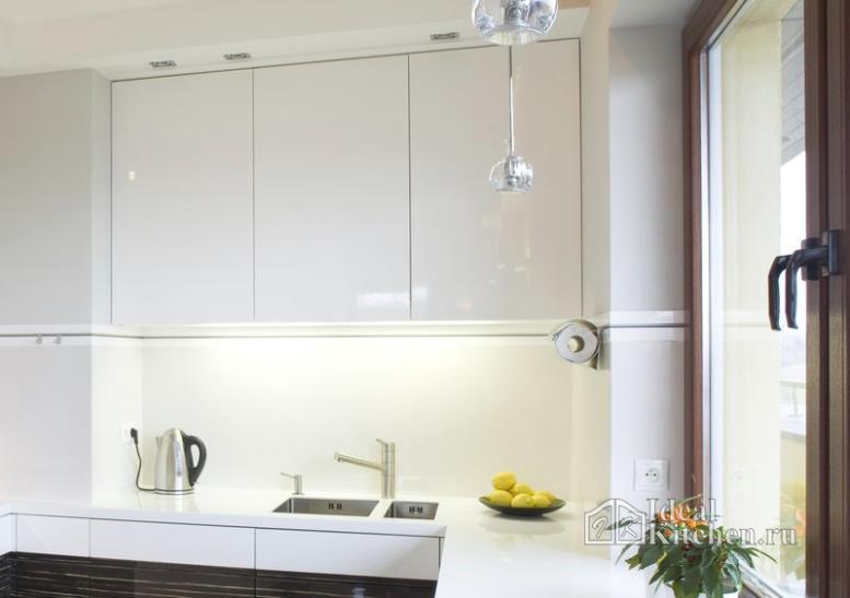 Секреты удачного освещения маленькой кухни от дизайнера