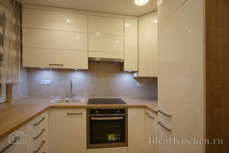 Реальные гарнитуры для маленькой кухни — фото 117 проектов в деталях