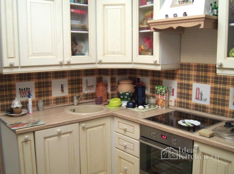 Дизайн угловой кухни 7 кв. метров в стиле классика