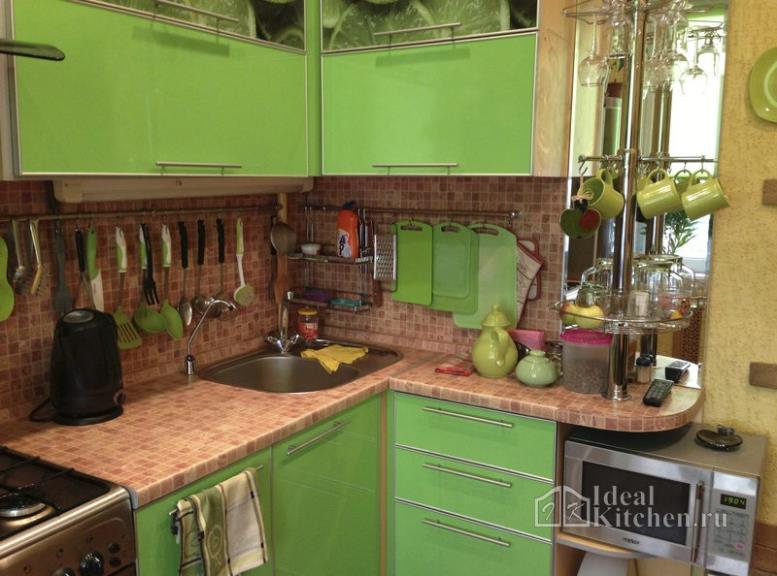 Как выбрать удобный угловой гарнитур для маленькой кухни