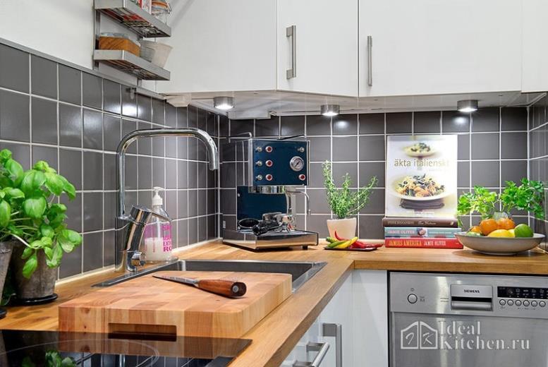 Белые кухни с деревянной столешницей — 165 реальных фото