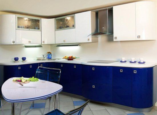 Глянцевая кухня из МДФ покрытым эмалью