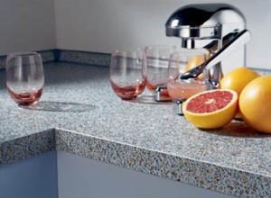 Искусственный камень часто служит материалом для кухонной столешницы