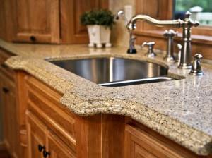 Для кухни в классическом стиле подойдет столешница из натурального камня