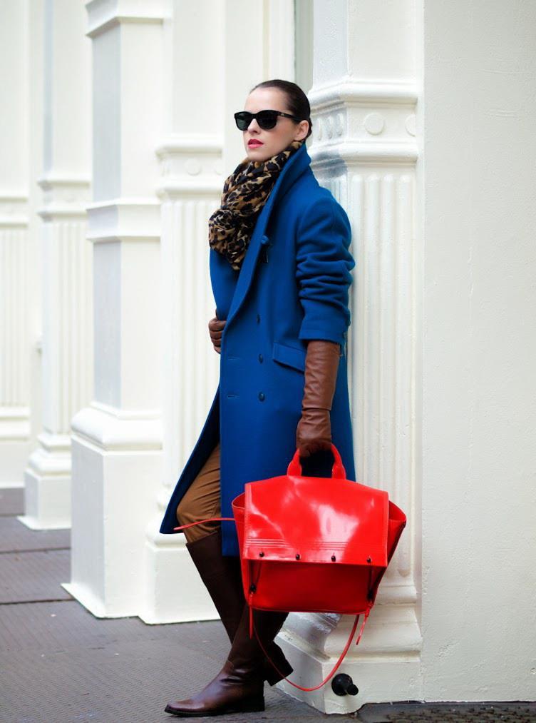 Сумка к синему пальто