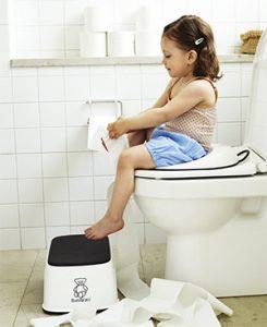 с какого возраста садить ребенка на унитаз