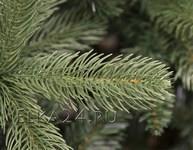 Иголки искусственной елки с литыми ветками