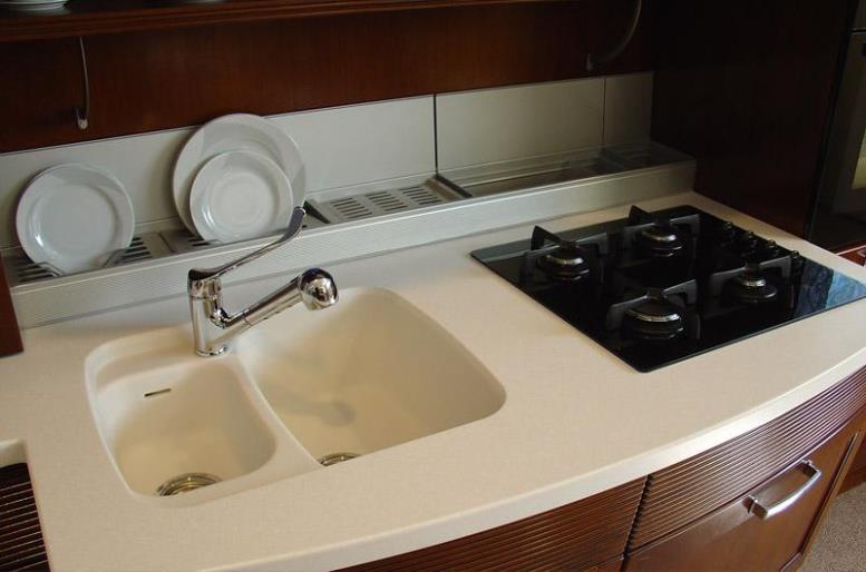Мойка для кухни вместе со столешницей из акрилового камня