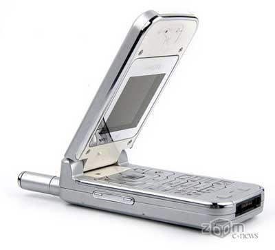 Телефон-зеркало Philips 639 – находка для бизнес-леди