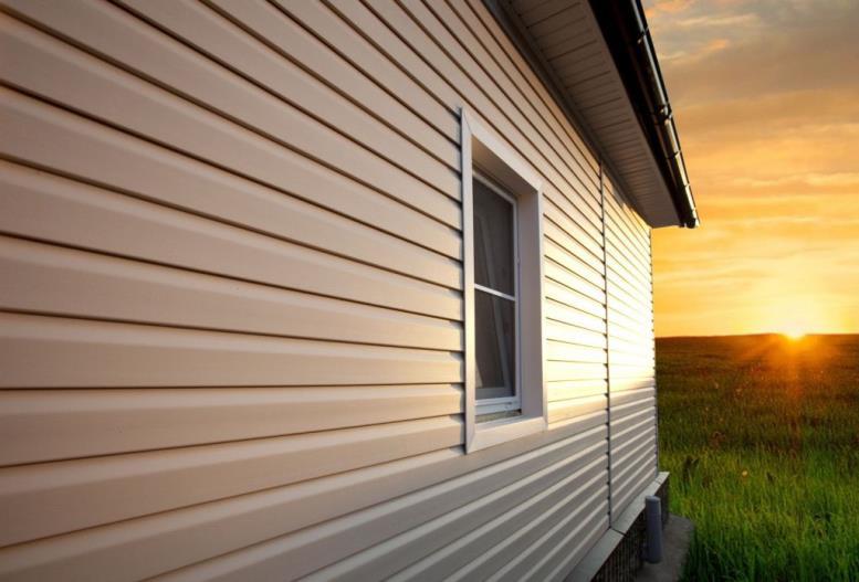 чем отделать фасад дома недорого