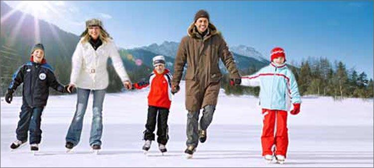 семья-катается-на-коньках