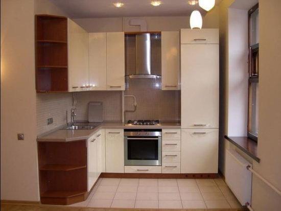 Кухонный гарнитур, образующий треугольник