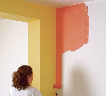 Покраска - один из самых популярных видов отделки стен на кухне и уступает лишь плитке