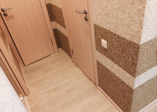 Комбинированные обои для прихожей и коридора