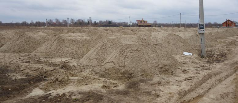 глинистая почва задерживает воду, надо насыпать песок