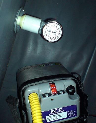 Аккумуляторный насос