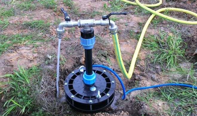Скважина с погружным насосом для летнего водоснабжения участка