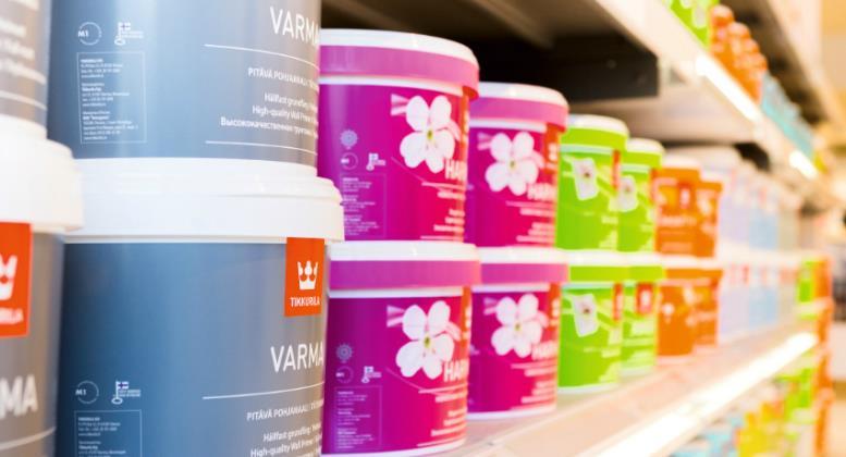 Краску необходимо выбирать исходя из типа потолочного покрытия