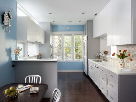 Сочетание голубого с серым в кухонном интерьере