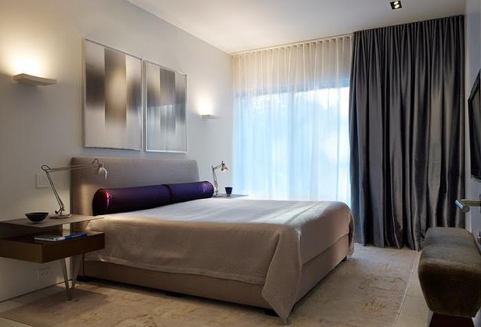 Контрастные шторы в спальне