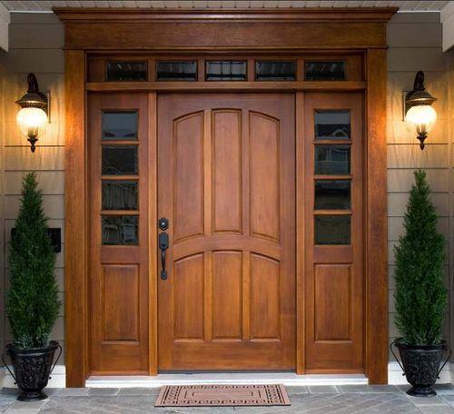 Коричневая входная дверь