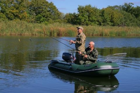 Моторная лодка для рыбалки