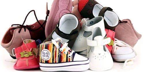 много обуви для малышей