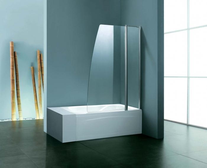 Стеклянные шторы на ванную статические представляют собой стеклоблоки, смонтированные в виде перегородки