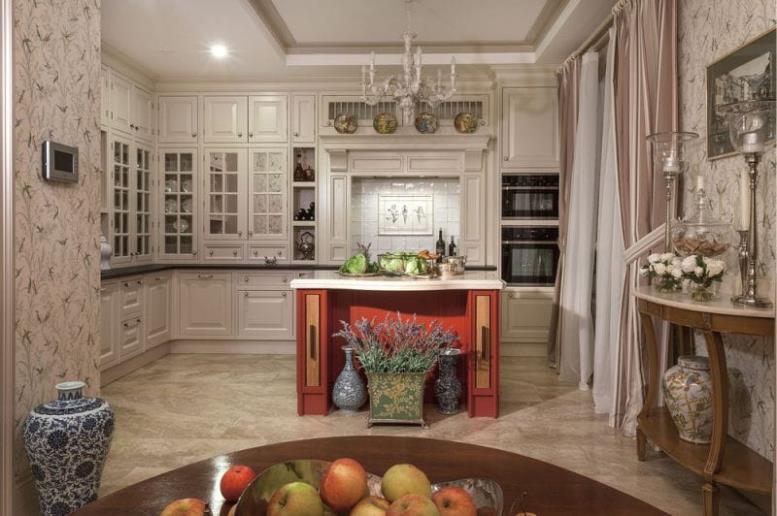 Красно-бежевая кухня в стиле прованс