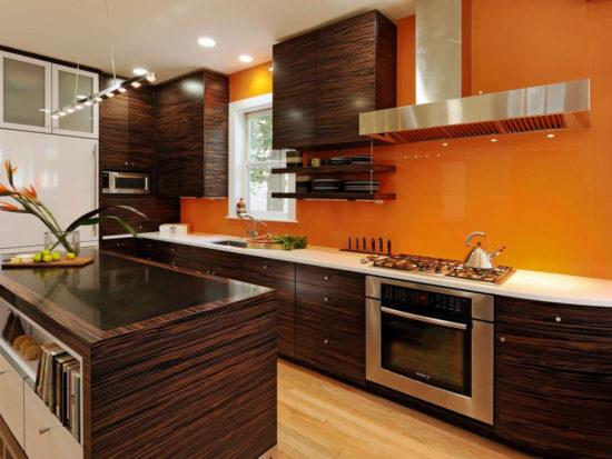 Оранжевая с венге кухня