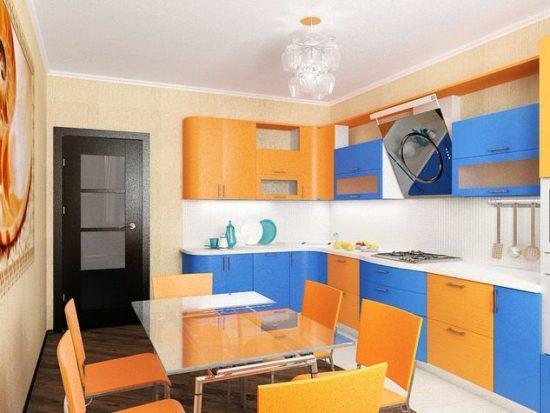 Сине-оранжевая кухня