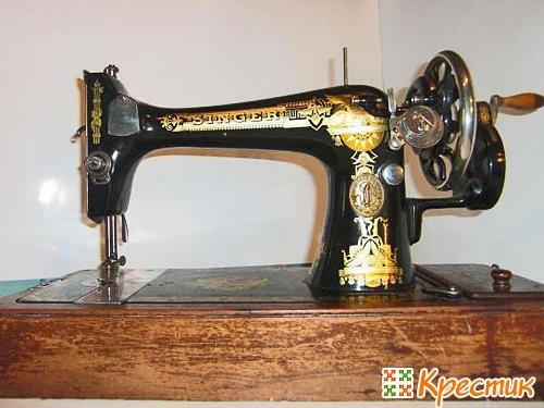 Механическая швейная машинка