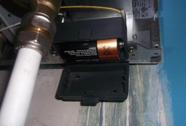 Батарейный блок газовой колонки
