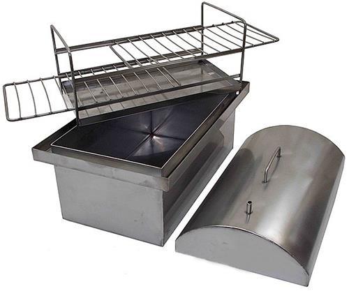 В коптильне должен иметься поддон для стекающего жира.