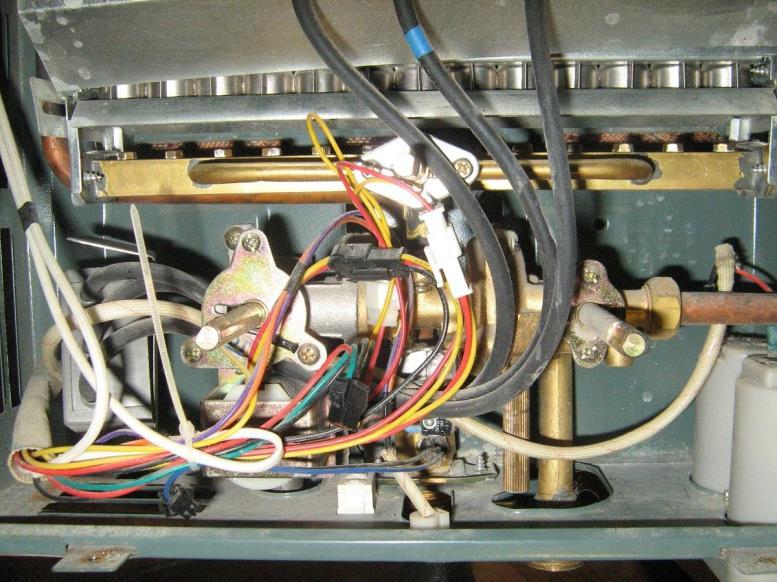 Большинство современных газовых колонок имеют электрический розжиг