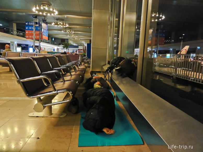Ночевка в Парижском аэропорту Orly.