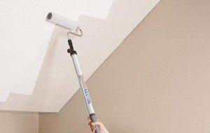 Окрашивание потолка.