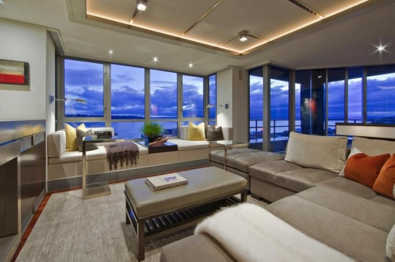 Окна от пола до потолка с видом на море
