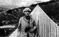 Владимир Михайлович Поливанов. Много дней прожил орнитолог в палатке на высоте около трех тысяч метров, наблюдая за перелетом птиц через Клухорский перевал.