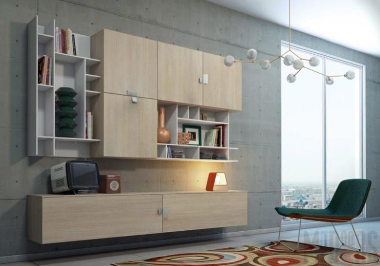 Дизайн гостиной с большим окном и отделкой стен под бетон
