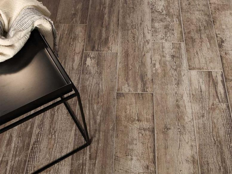 Керамическая плитка под имитацию натурального дерева