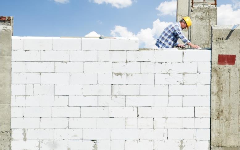 Возведение стены с применением газосиликатных блоков