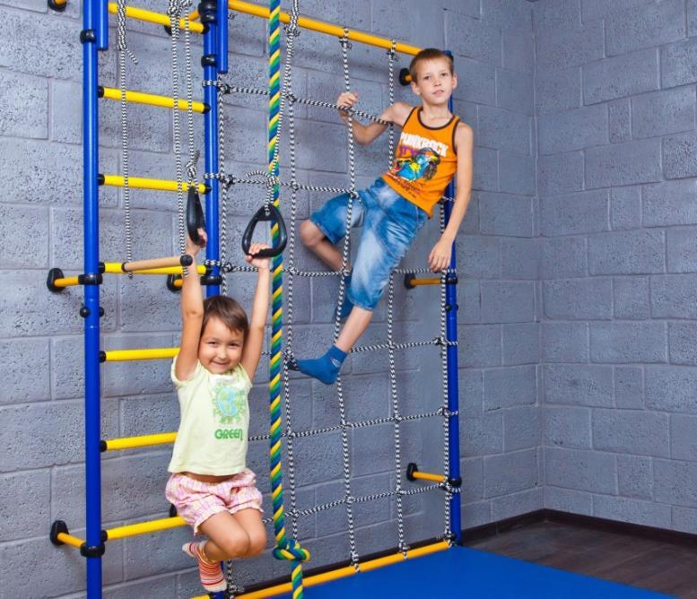 Пристенный детский спортивный комплекс можно доукомплектовать различными снарядами по мере развития ребенка