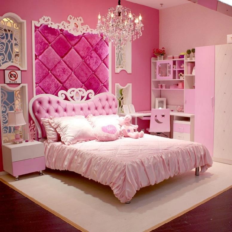 розовое изголовье у кровати