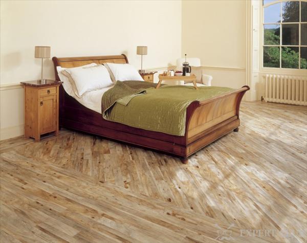 Бытовой линолеум на полу в спальне