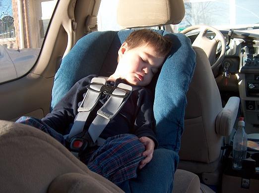 Ребенок в автокресле
