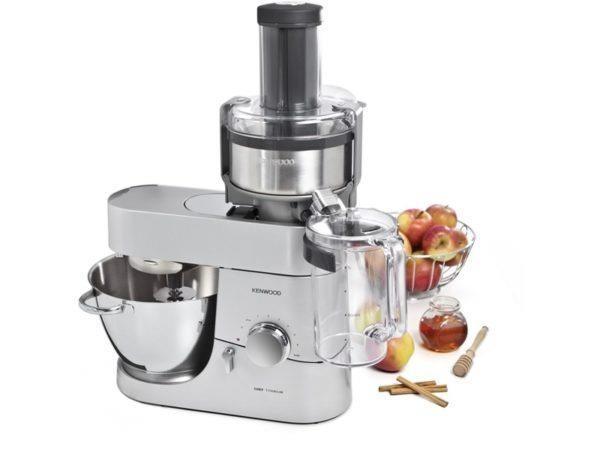 Модель с универсальной соковыжималкой позволяет быстро делать сок своими руками из любых фруктов, овощей и ягод