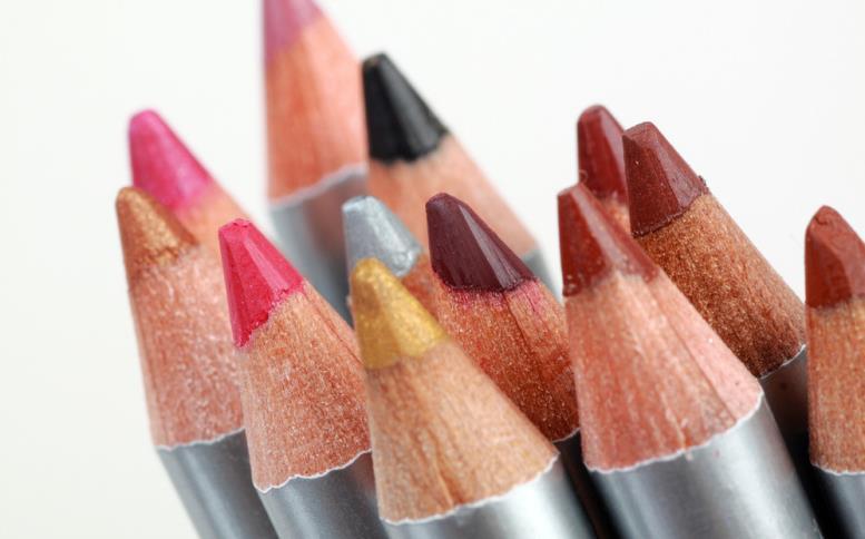 Ассортимент карандашей для губ